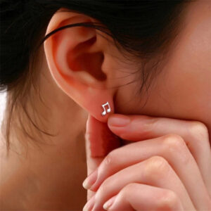 Asymmetrical Mini Earrings withBeating Notes