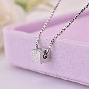 Ladies Simple SquareTemperament Elegant Clavicle Chain