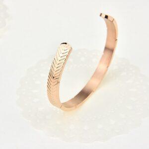 C shaped bracelet